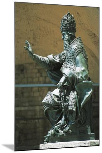 Statue of Pope Julius Iii Placed in Front of St Lawrence's Cathedral, Perugia, Umbria, Italy--Mounted Giclee Print