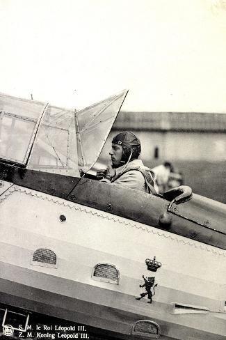 S.M. Le Roi L?opold III Asis Sur Un A?roplane--Stretched Canvas Print