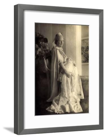 Prinzessin Juliana Mit Beatrix, Niederlande--Framed Art Print
