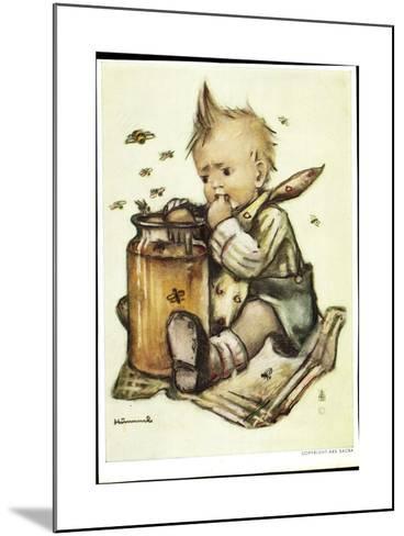 Künstler B. Hummel, Baby Isst Honig, Bienen Fliegen Herum--Mounted Giclee Print