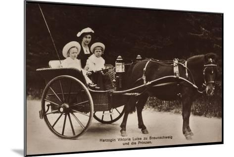 Herzogin Viktoria Luise Zu Braunschweig Und Lüneburg, Prinzen, Kutsche--Mounted Giclee Print