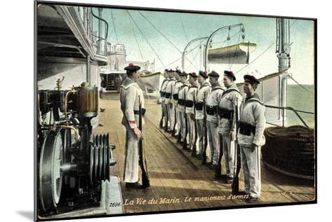 Marineleben, Bewaffnete Soldaten Auf Dem Schiff--Mounted Giclee Print