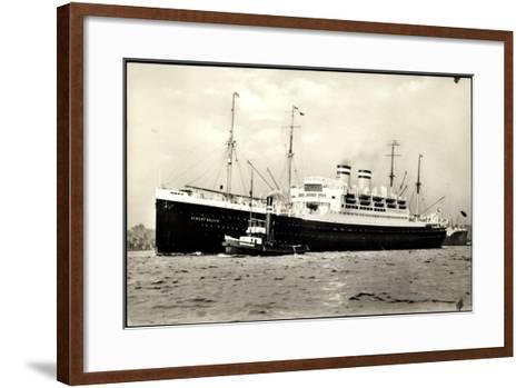 Hapag, Dampfschiff Albert Ballin Am Hafen, Schlepper--Framed Art Print