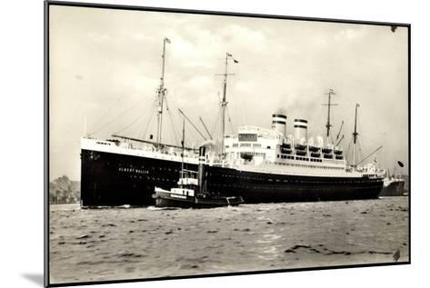Hapag, Dampfschiff Albert Ballin Am Hafen, Schlepper--Mounted Giclee Print