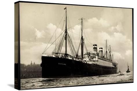 Hapag, Dampfschiff Cleveland in Fahrt Am Hafen--Stretched Canvas Print