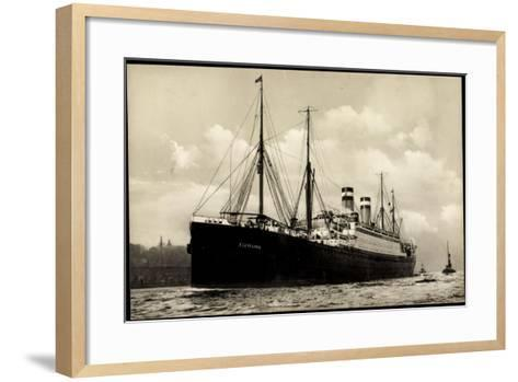 Hapag, Dampfschiff Cleveland in Fahrt Am Hafen--Framed Art Print