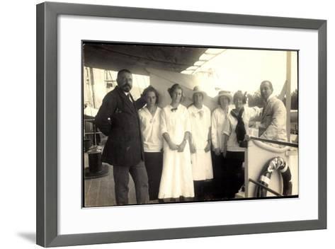 Foto Passagiere Auf Einem Britischen Dampfschiff--Framed Art Print