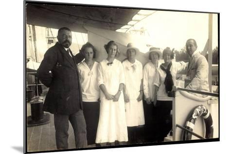 Foto Passagiere Auf Einem Britischen Dampfschiff--Mounted Giclee Print