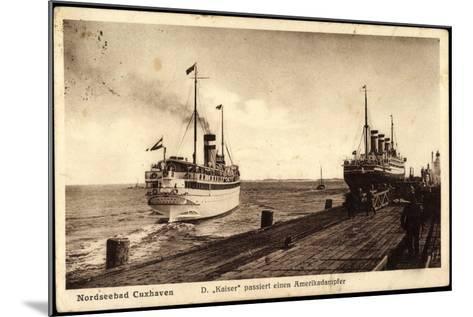Cuxhaven, Dampfer Kaiser Passiert Amerikadampfer--Mounted Giclee Print