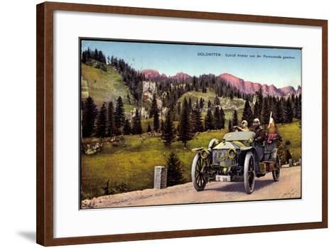 Dolomiten Veneto, Schloss Andraz, Pordoistraße, Auto--Framed Art Print