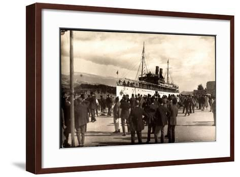 Dampfschiff Karacjorcje Im Hafen, Zuschauer--Framed Art Print