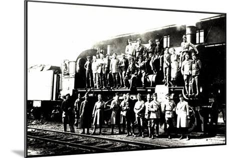 Foto Deutsche Dampflok, Besatzung Vor P8--Mounted Giclee Print