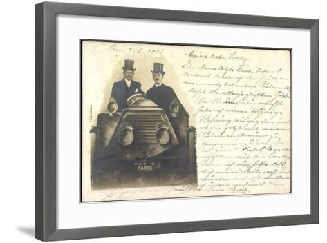 Foto Zwei Herren Mit Zylinder Sitzen in Automobil--Framed Art Print