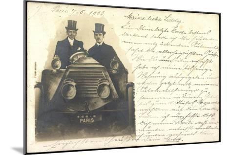 Foto Zwei Herren Mit Zylinder Sitzen in Automobil--Mounted Giclee Print