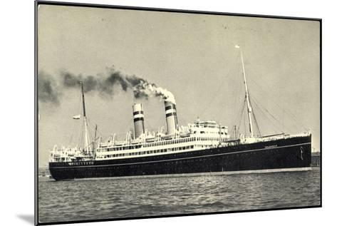 Hapag, Dampfschiff S.S. Volendam Nah Am Ufer--Mounted Giclee Print