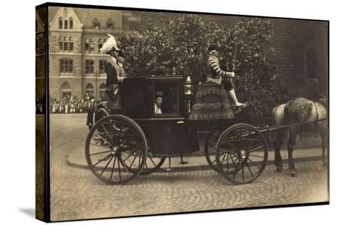 Foto Kutsche, Adelige Dame, Fahrer,Pferd,Pflasterweg--Stretched Canvas Print
