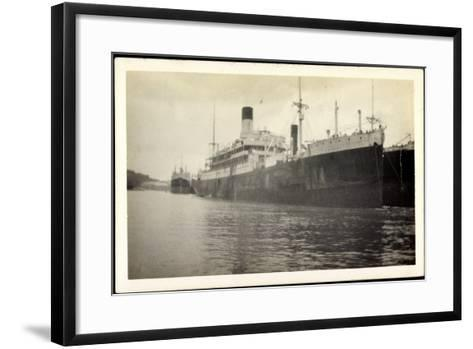 Foto Vasari, Lamport and Holt Line, Dampfer, Steamer--Framed Art Print