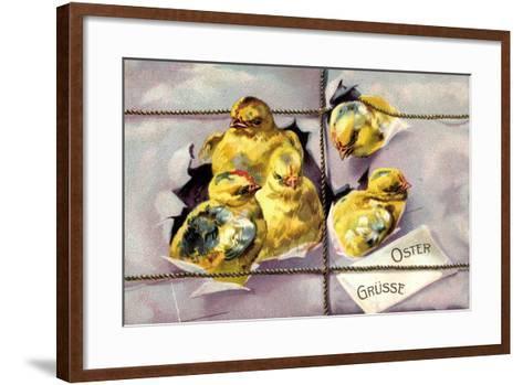 Präge Litho Frohe Ostern, Küken Schlüpfen Aus Paket--Framed Art Print