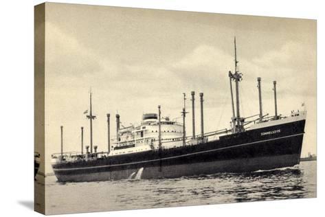 Hapag, Dampfschiff M.V. Sommelsdyk Nah Am Ufer--Stretched Canvas Print