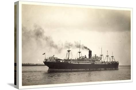 Foto Clan Line, Clan Urquhart, Steamer En Route--Stretched Canvas Print
