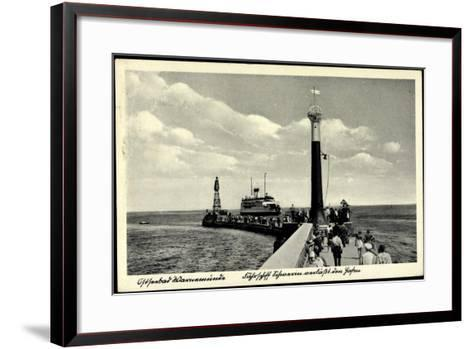 Rostock Warnemünde, Fährschiff, Leuchtturm, Hafen--Framed Art Print