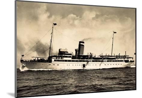 Hapag, Seebäderdienst, Dampfschiff Cobra in Fahrt--Mounted Giclee Print