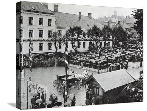 Arrival of the New Norwegian King Haakon VII in Bergen, 1906--Stretched Canvas Print