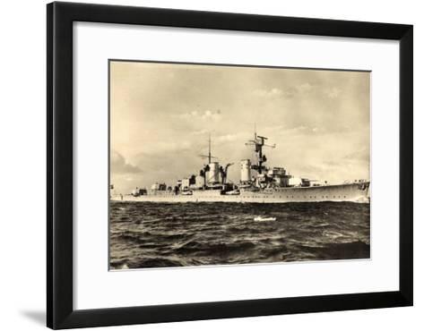 Leichter Kreuzer, Deutsches Kriegsschiff in Fahrt--Framed Art Print