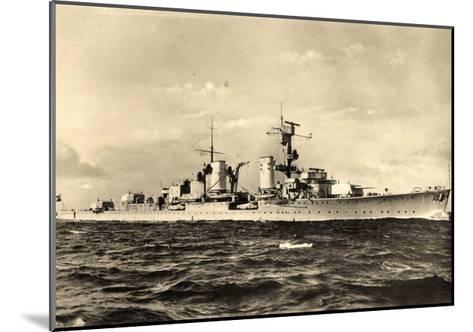 Leichter Kreuzer, Deutsches Kriegsschiff in Fahrt--Mounted Giclee Print