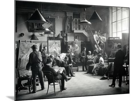 Life Class at the Imperial Academy of Art, C.1914--Mounted Photographic Print