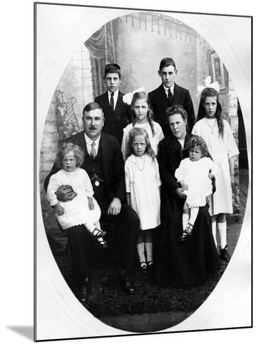 Early Edwardian Family Group, C. 1905--Mounted Photographic Print