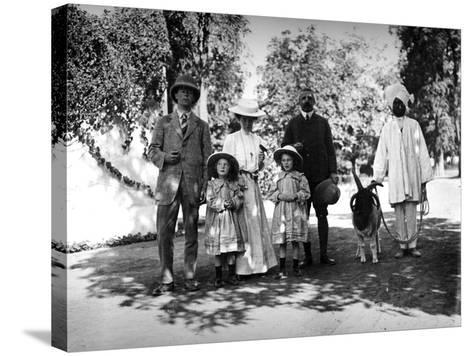 British Family and Servant in India, C.1907-8--Stretched Canvas Print