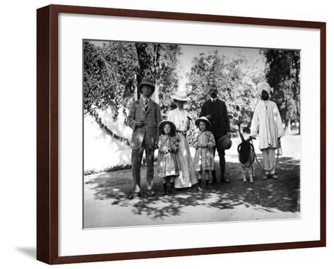 British Family and Servant in India, C.1907-8--Framed Art Print