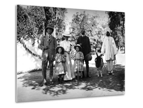 British Family and Servant in India, C.1907-8--Metal Print