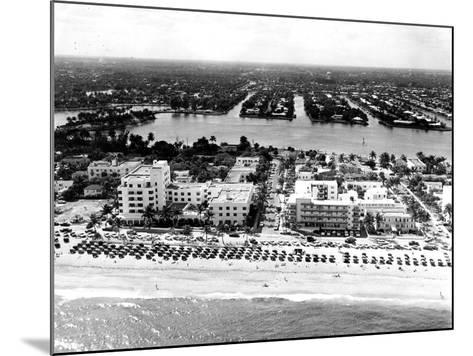 Lauderdale Beach and Islands, C.1950--Mounted Photographic Print