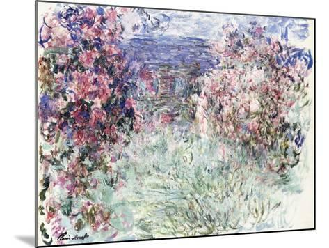 The House Among the Roses, 1925-Claude Monet-Mounted Giclee Print