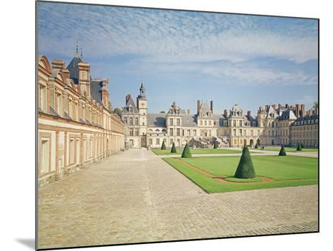 White Horse Courtyard, Palace of Fontainebleau--Mounted Photographic Print