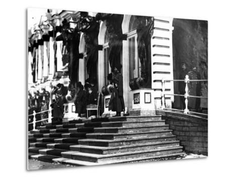 The Russian Imperial Family on the Steps of Catherine Palace, C.1912--Metal Print