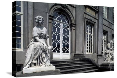 Facade onto Garden of Seneffe Castle, 1763-1768-Laurentius Benedictus Dewez-Stretched Canvas Print