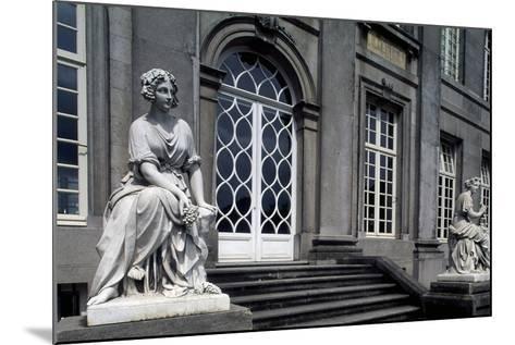 Facade onto Garden of Seneffe Castle, 1763-1768-Laurentius Benedictus Dewez-Mounted Giclee Print