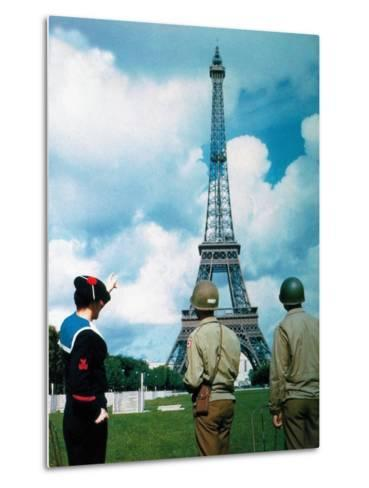 A French Sailor and Two Gis from Army Service Forces Looking at the Eiffel Tower--Metal Print