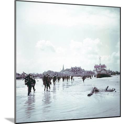 Troops of the 3rd Canadian Infantry Division Landing at Juno Beach Near Bernieres-Sur-Mer on D-Day--Mounted Photographic Print