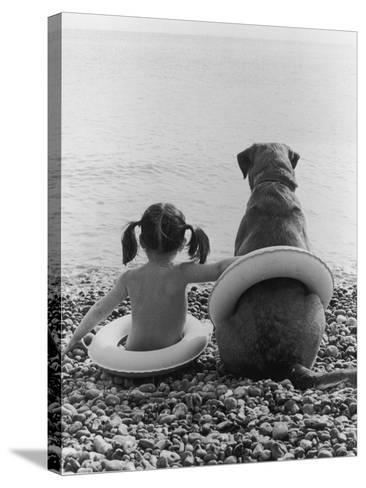 Side by Side-Hulton Archive-Stretched Canvas Print