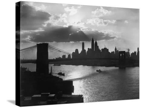 New York Silhouette-Hulton Archive-Stretched Canvas Print