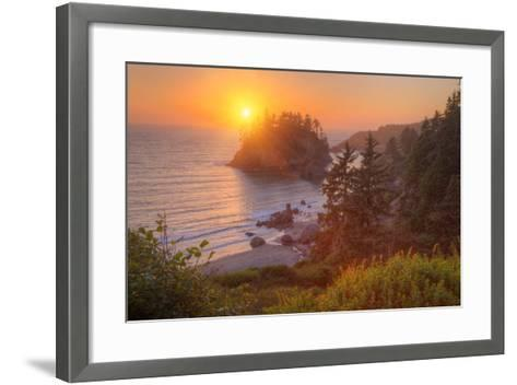 Setting Sun at Trinidad, Northern California Coast-Vincent James-Framed Art Print