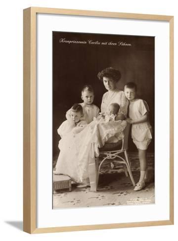 Kronprinzessin Cecilie Sitzend Mit Ihren Söhnen--Framed Art Print