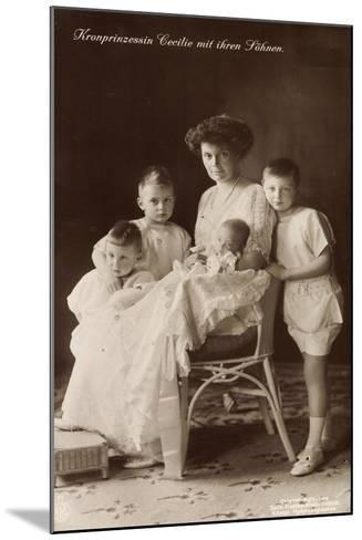 Kronprinzessin Cecilie Sitzend Mit Ihren Söhnen--Mounted Giclee Print