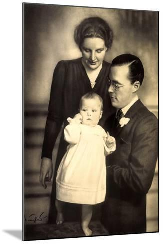 Prinzessin Juliana, Prinz Bernhard, Beatrix--Mounted Giclee Print