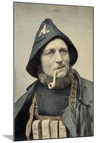 Schiffer, Mann in Arbeitskleidung, Seemann, Pfeife--Mounted Giclee Print