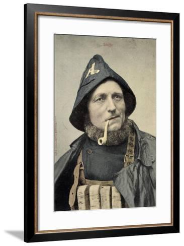 Schiffer, Mann in Arbeitskleidung, Seemann, Pfeife--Framed Art Print